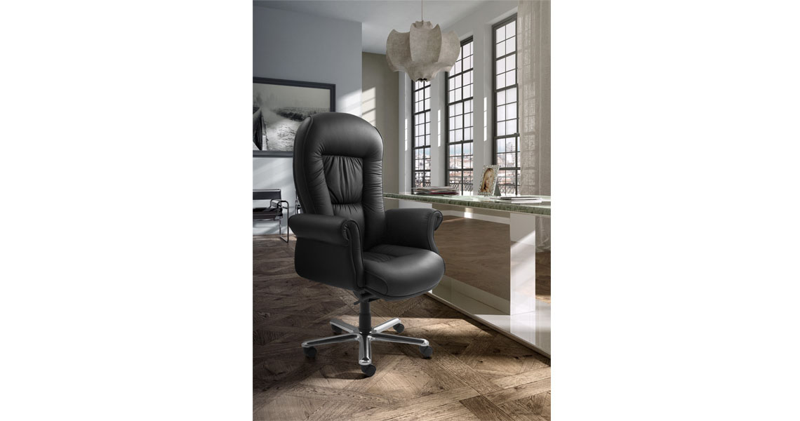Executive Classic Office Chairs With Upholstered Arms Leyform