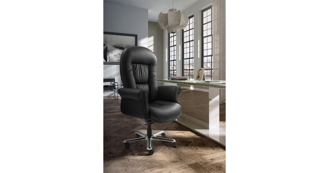 Poltrona direzionale in pelle nera per studio ufficio for Poltrone per studio