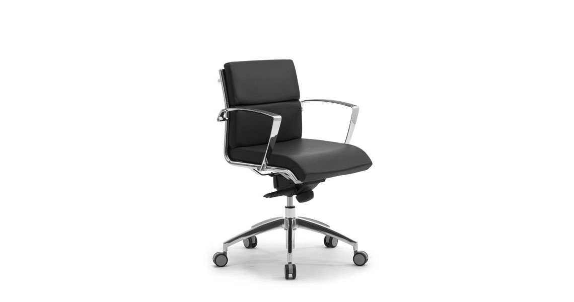 Poltrona e sedia direzionale da ufficio sedute for Sedie da studio