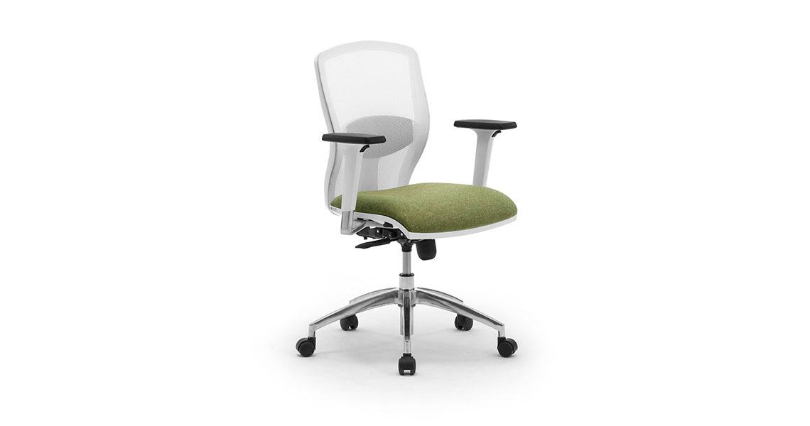 Sedia ufficio girevole in rete traspirante con braccioli for Sedia ufficio rotelle