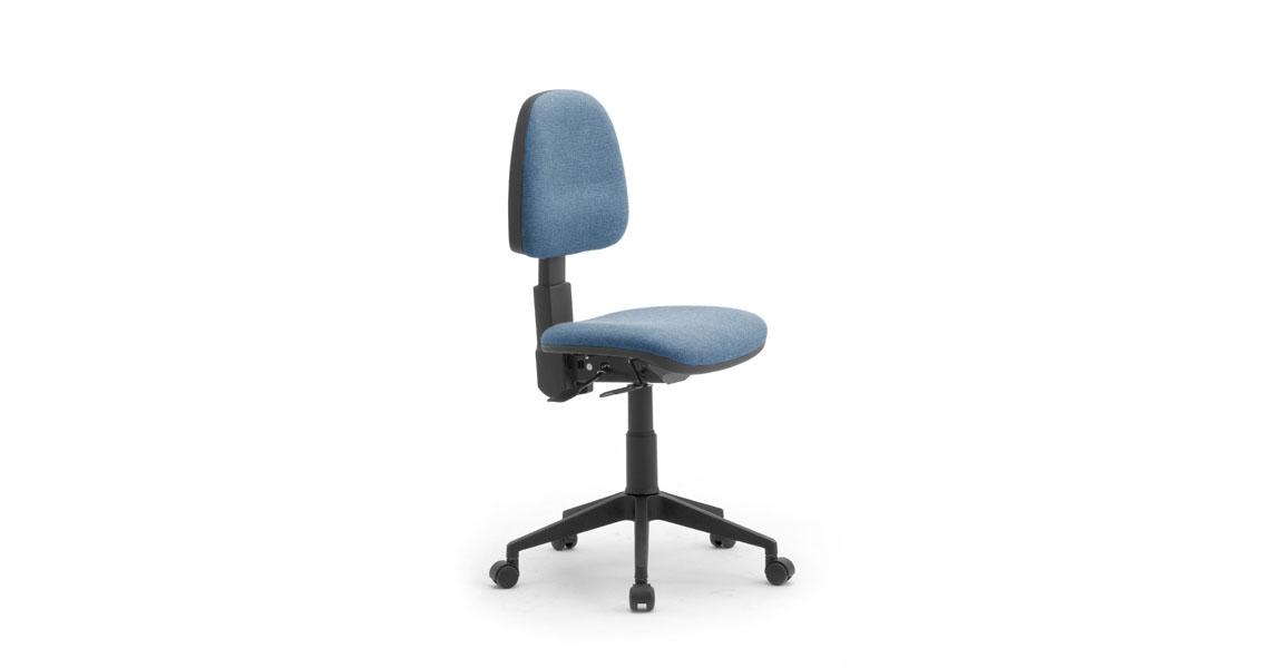 Sedia ufficio a norma c braccioli sedia girevole con for Sedia ortopedica per ufficio
