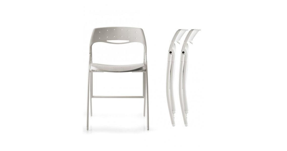 Sedie salvaspazio pieghevoli per sale polivalenti e spazi for Sedie richiudibili