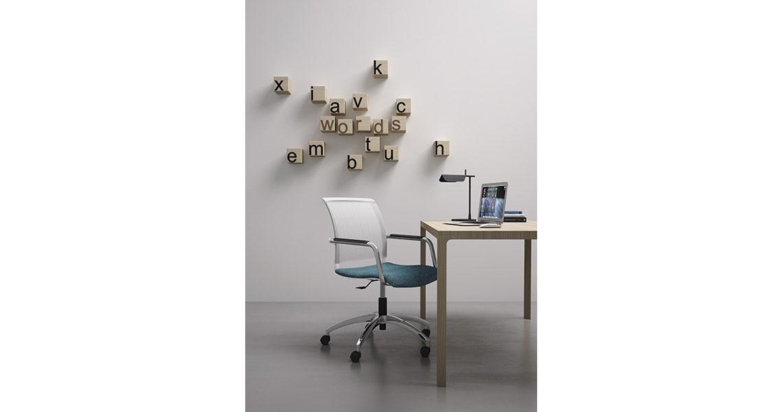 Sedia operativa di design per tavolo riunioni e ufficio for Sedie ufficio design