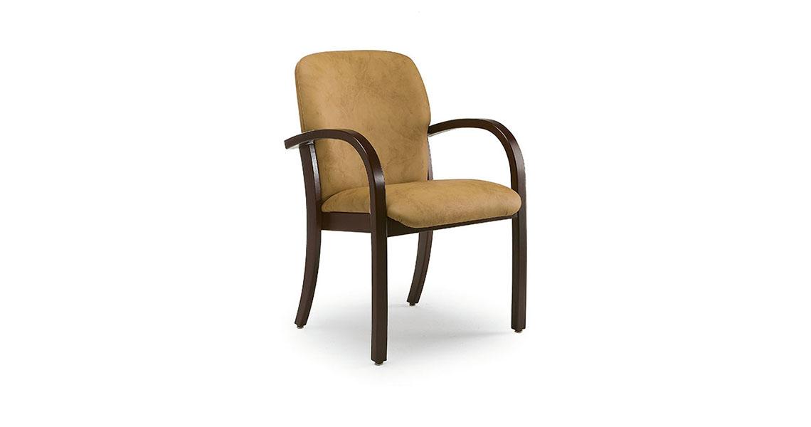 Sedie in legno e poltrone per anziani, case riposo, ospedali - Leyform srl