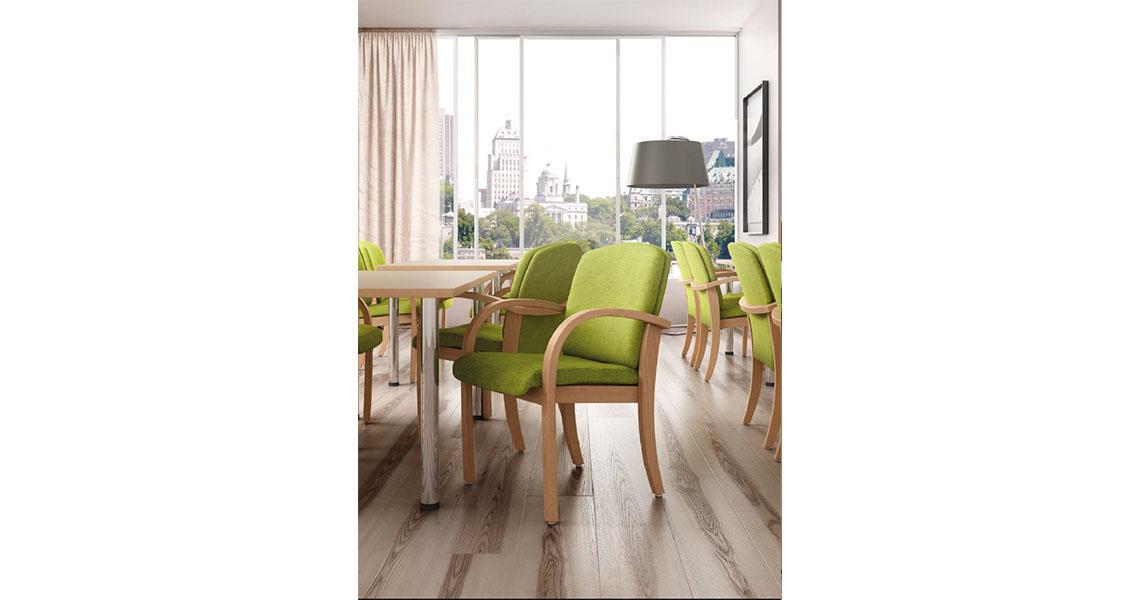 Sedie in legno e poltrone per anziani case riposo for Poltrone morbide