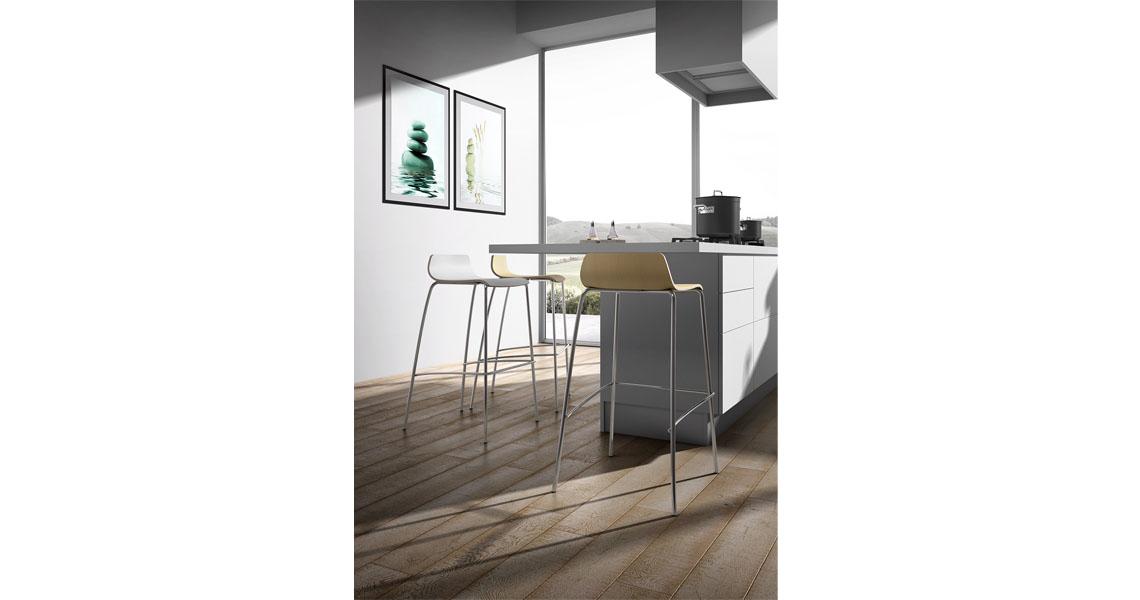 Sgabelli impilabili in legno per bancone cucina e bar - Leyform